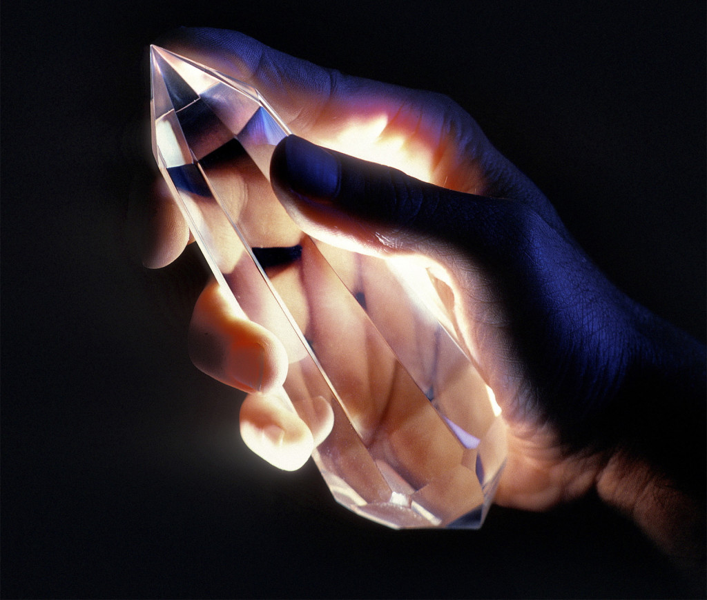 Hand_and_crystal